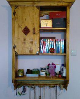 Dulap de perete din lemn de molid