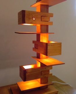 lampadar lemn Frank Lloyd Wright