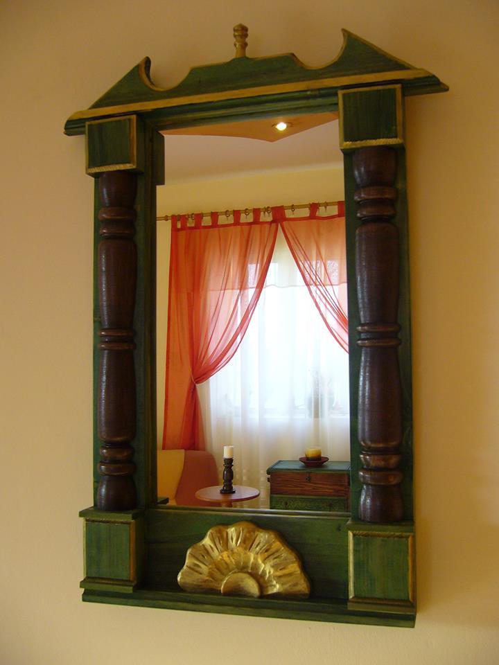 oglinda rama sculptata din lemn
