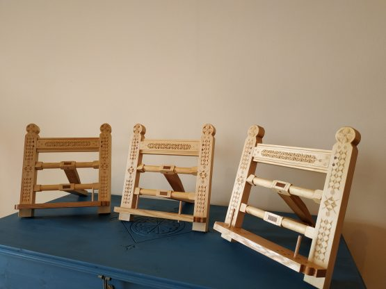 Suport de carte din lemn