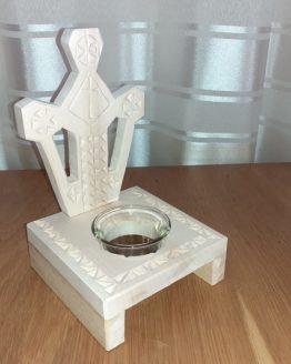 candela sculptata in lemn de tei