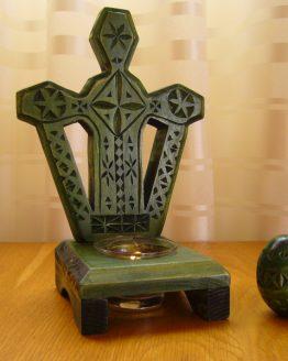 candela sculptata in lemn de plop