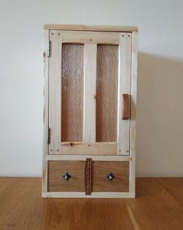 Dulapior din lemn pentru medicamente