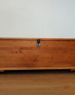 Lavita din lemn de pin